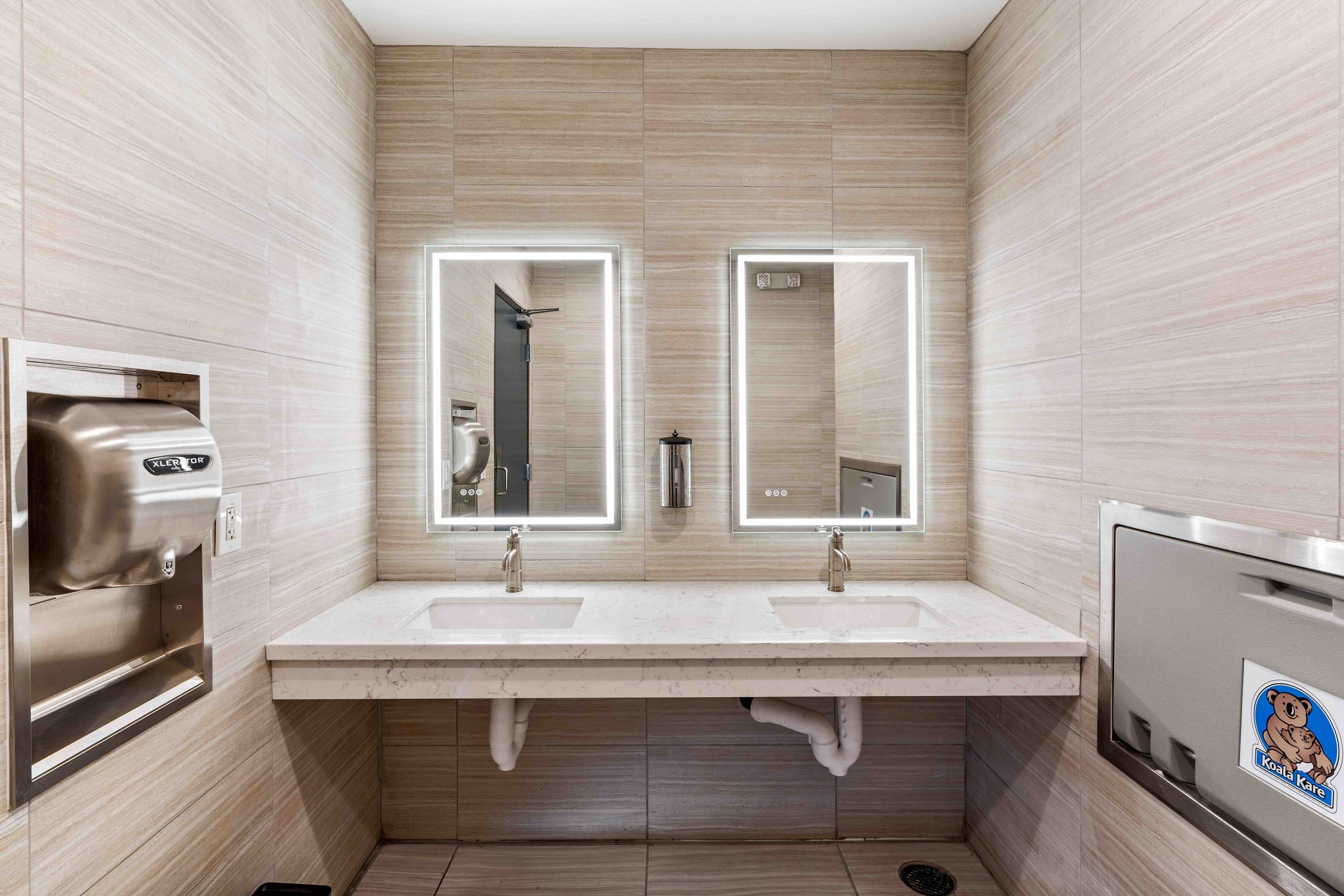 Clean Modern Bathrooms 1